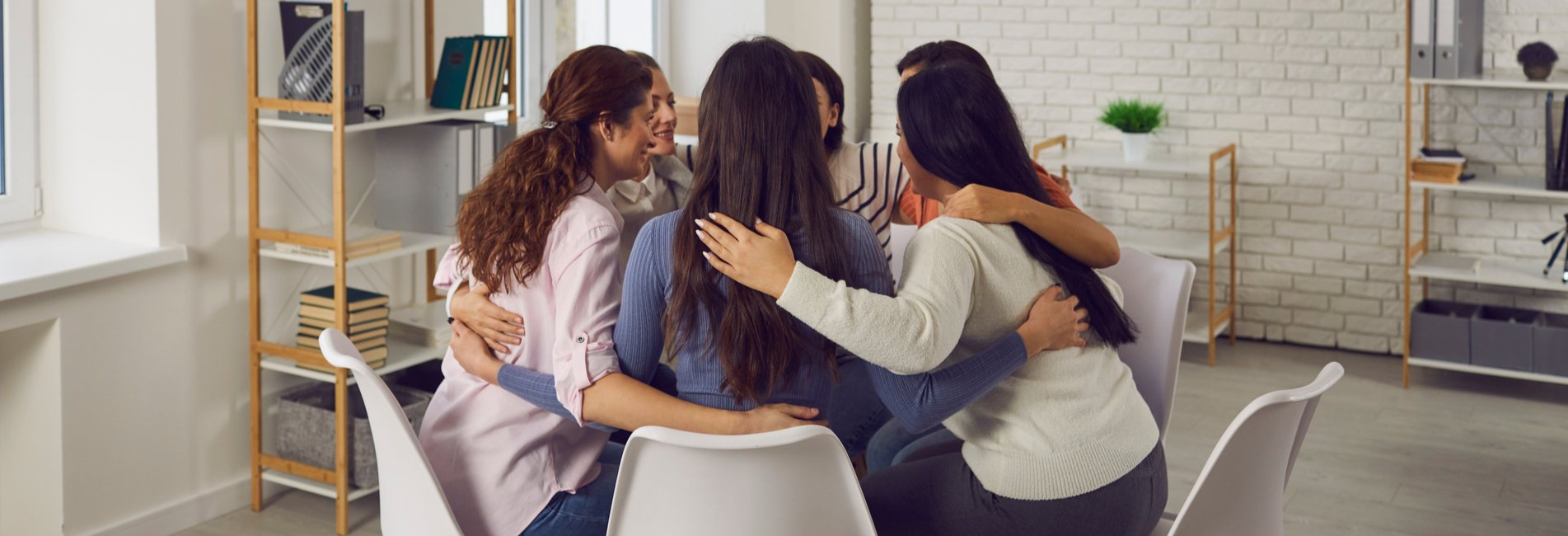 Alcohol-Related Deaths in 2020 - Resurgence - A group at an inpatient alcohol rehab center hugs each other in a circle to show support for one another's recovery journeys as they finish discussing the number of alcohol-related deaths in 2020.